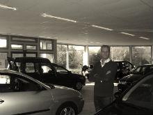 P1020344 showroom binnen oude foto 220x165