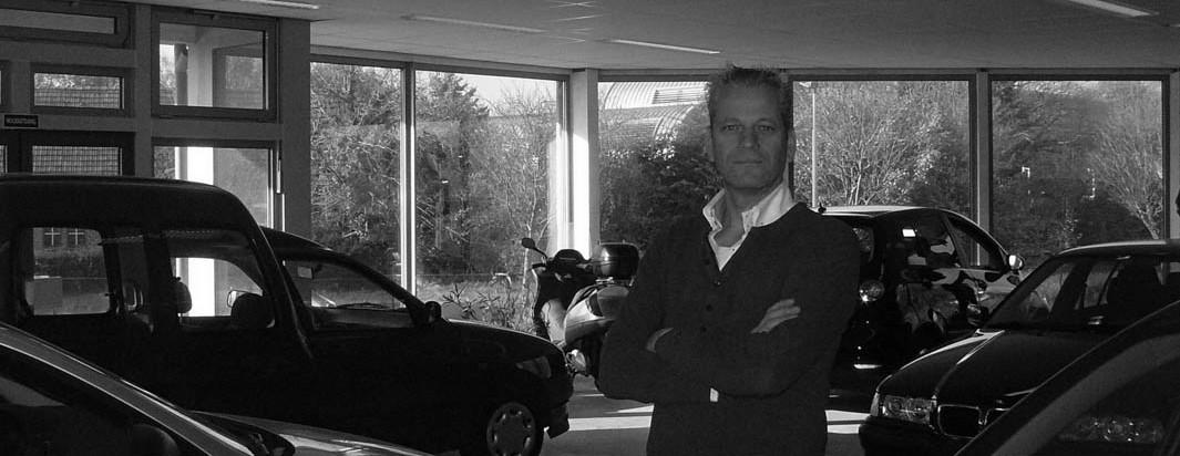 showroom autobedrijf van Benthum binnen